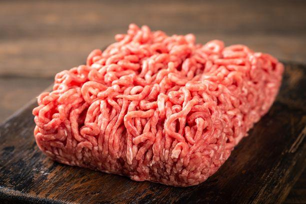 Käräjäoikeuden mukaan jäinen jauheliha voi heitettäessä aiheuttaa vakaviakin vammoja.
