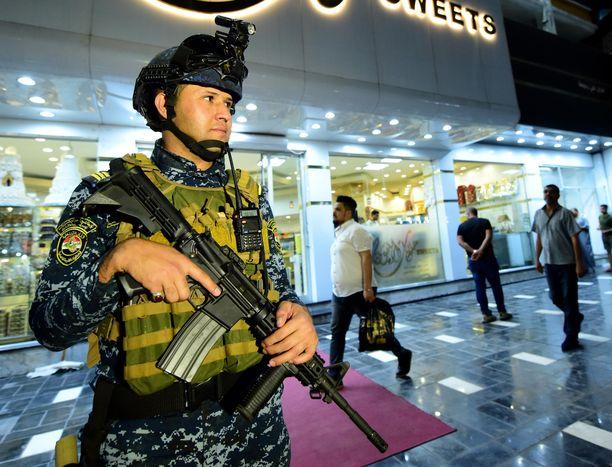 Irakin poliisi piti vahtia Bagdadissa toukokuussa. Kuvituskuva.