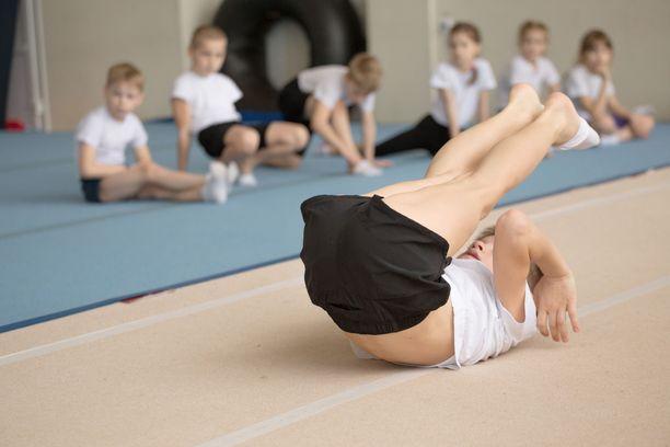 Lasten ja nuorten on tärkeää liikkua, mutta osalla treeniä tulee liikaa.
