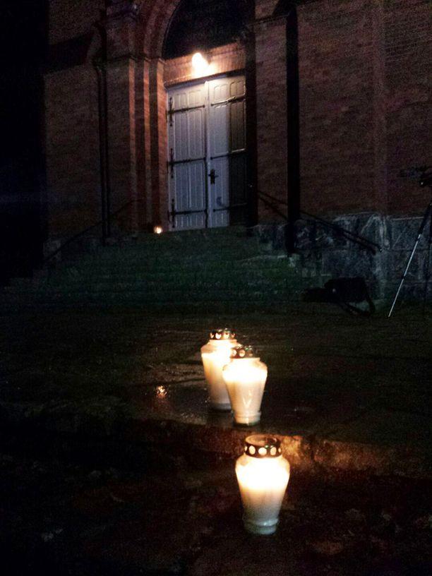 Nurmeksessa hiljennyttiin tänään muistamaan kuolonkolarin uhreja.