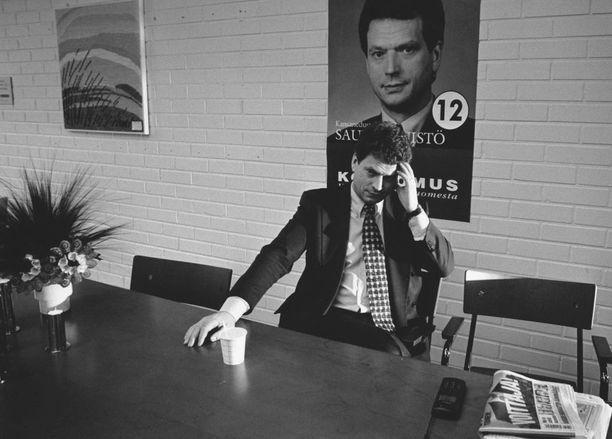 Niinistö niitti mainetta tiukkaotteisena valtiovarainministerinä. Jo oikeusministerinä Niinistö puhui omilleen tiukasta poliittisesta moraalista. Kuva vuodelta 1995.