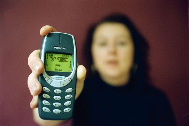 Nokia 3310 tuli myyntiin vuonna 2000. Raili Meskus-Mäkelä sai puhelin käyttöönsä paria vuotta myöhemmin. Kuvituskuva.