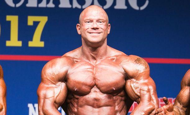 Kille Kujala poseerasi keväällä Fitness Classicissa.