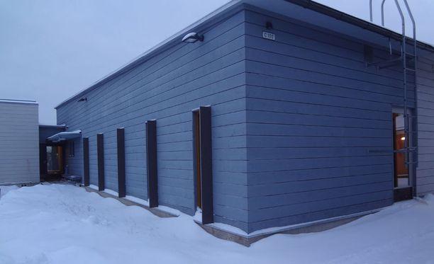 Suomenlinnan avovankilaa ei tunnistaisi vankilaksi ilman kylttejä.