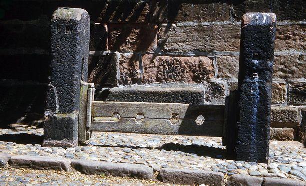 Jalkapuita voi löytää monesta englantilaisesta kaupungista. Nämä ovat kuvattu Great Budworthissä.