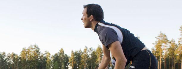 Pitkämäen heittäessä ilmassa on jotain poikkeuksellista, mikä erottaa kilpailun tavallisesta kansallisesta yleisurheilukisasta.