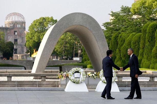 Obama vieraili Hiroshimassa yhdessä Aben kanssa viime toukokuussa.