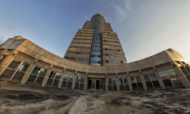 37-kerroksinen tornitalo on ollut parisenkymmentä vuotta tyhjillään.