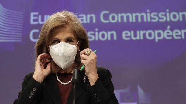 EU:n terveyskomissaari Stella Kyriakides painottaa, että kyse ei ole vientikiellosta vaan tavoitteena on tietää, mihin rokotteita  viedään.