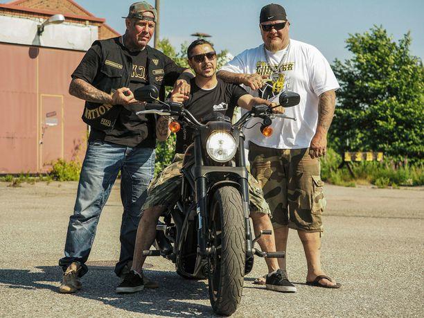Ensi viikon jaksossa Arman Alizad nähdään tutustumassa moottoripyöräkerho Cannonball MC:n toimintaan.