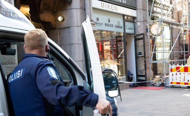 Mikonkatu 5:ssa sijaitseva Mikon Kulta -liike ryöstettiin torstaina hieman kello 14 jälkeen.