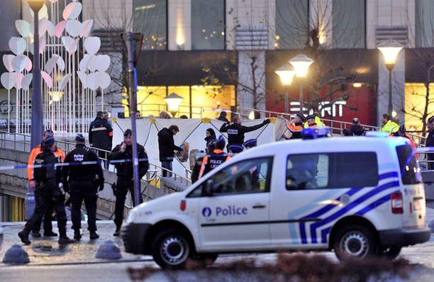 Viranomaisten mukaan iskun tekijä oli 33-vuotias Nordine Amrani, poliisille entuudestaan tuttu rikollinen.