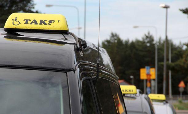 Monissa maakunissa Kela-taksien saaminen on uudistuksen jälkeen ollut vaikeaa.
