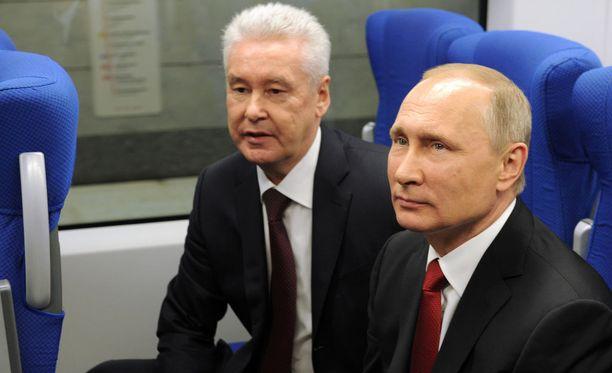 Moskovan nykyinen pormestari Sergei Sobjanin (vas.) on usein ollut mukana presidentti Vladimir Putinin tapaamisissa.