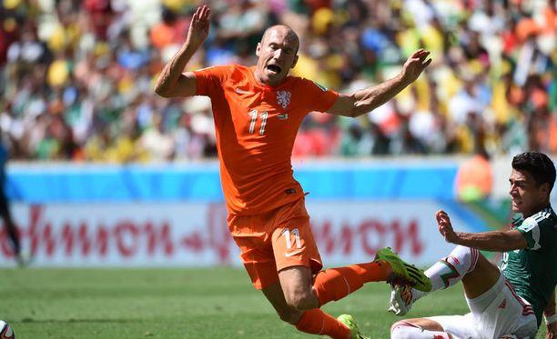 Arjen Robbenin kaatuilu aiheutti kohua Meksikoa vastaan.