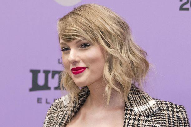 Taylor Swift halusi auttaa brittinuorta opinnoissa.