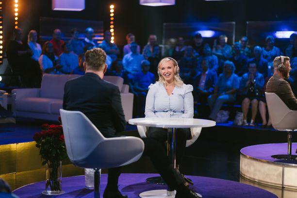 Jutta Larm osallistuu aviopuolisonsa Juhan kanssa Tuttu juttu show'hun.