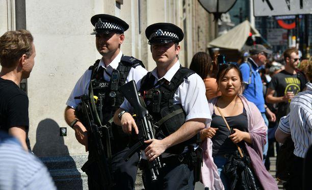 Britanniassa poliisi teki jo toisenkin pidätyksen sunnuntaina liittyen Manchesterin maanantaiseen terrori-iskuun.