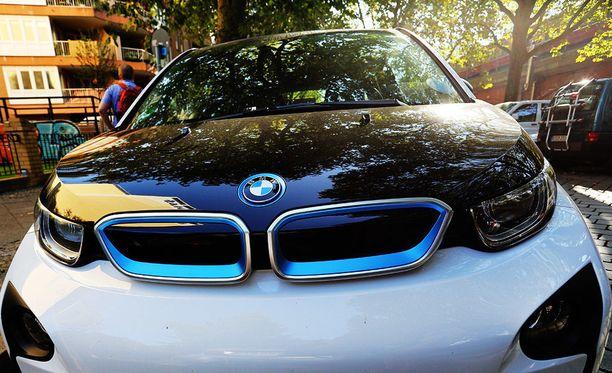 DriveNow antaa hyvän tilaisuuden tutustua sähköautoiluun. Kuvan BMW i3 kuvattu Berliinissä.