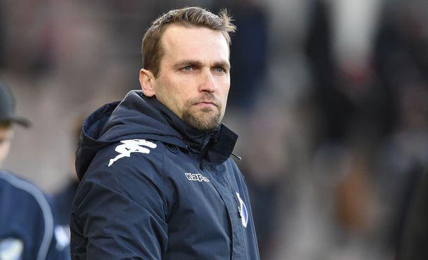 HIFK:n päävalmentaja Jani Honkavaara odottaa joukkueeltaan enemmän uskallusta.