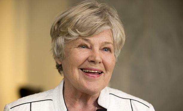 Ex-puolustusministeri Elisabeth Rehn kehuu yhteistyön presidentti Koiviston kanssa sujuneen erittäin hyvin.