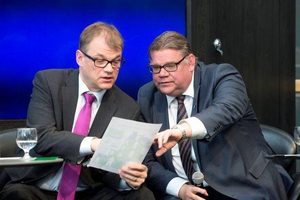 Timo Soini on luvannut antaa hyviä vastauksia Juha Sipilän esittämiin kysymyksiin.