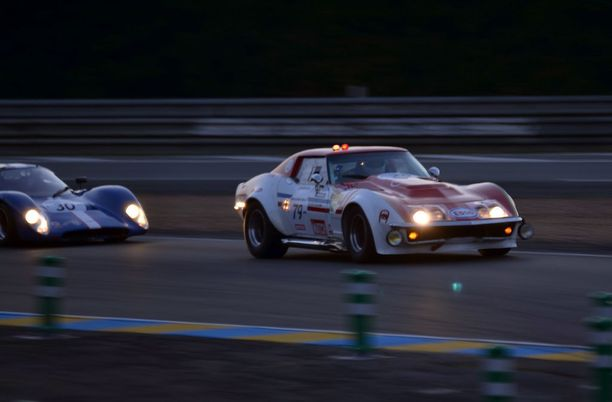 Corvette C3 Stingray ja Lola. Amerikan herkkuja kisassa edustivat Corvetet.