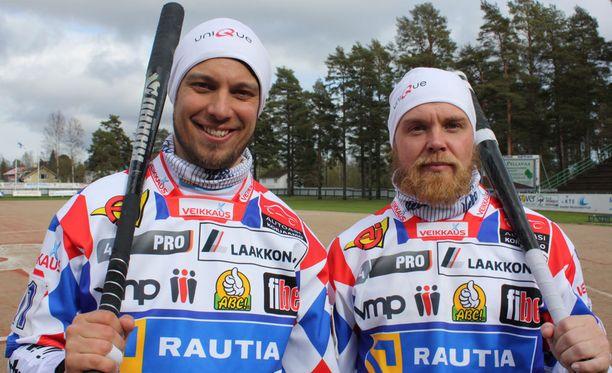Vimpelin lyöjäjokerit Mikko Rantalahti ja Janne Mäkelä olivat tehokkaina ensimmäisessä pesisfinaalissa. Vimpeli kaatoi Sotkamon 2-0. Arkistokuva.