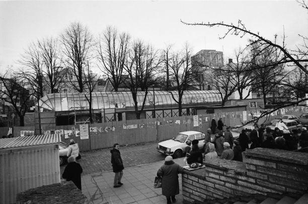 Tallinnan kaupunkikuva oli harmaa ja siihen kuuluivat erottamattomana osana putkat eli kioskit sekä venäläiset matruusit.