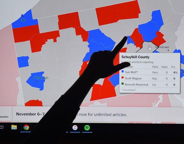 Vaalituloksen kehittymistä seurattiin innolla.