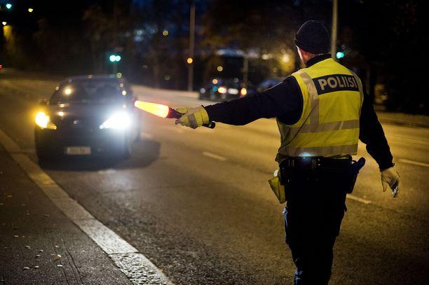 Poliisi suoritti puhallusratsiaa ympäri Suomen perjantain ja lauantain ajan. Kuvituskuva.