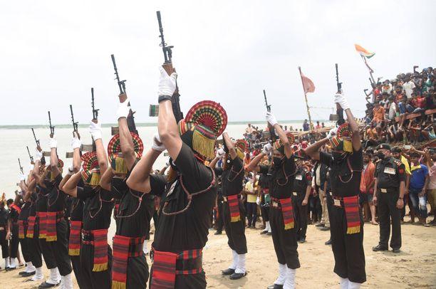 20 sankarivainajan hautajaisista tuli kansallinen surujuhla Intiassa.