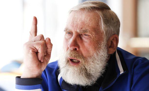 Juha Mieto on ymmällään huippuhiihtäjien astmasta.