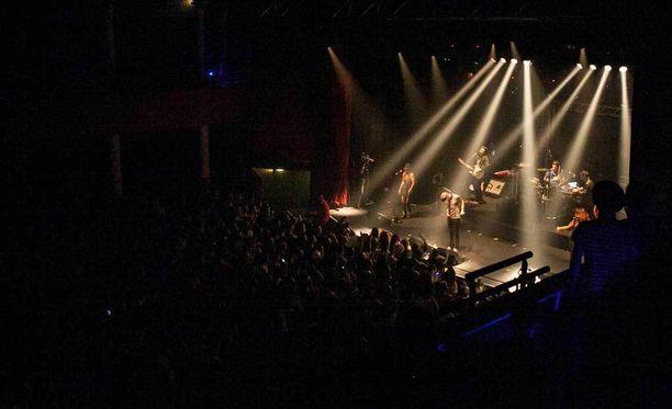 Yksi perjantai-illan iskuista kohdistettiin konserttiin. Kuvassa Bataclanin konserttisali. Kuva otettu tammikuussa 2014 Biga Ranxin keikalta.