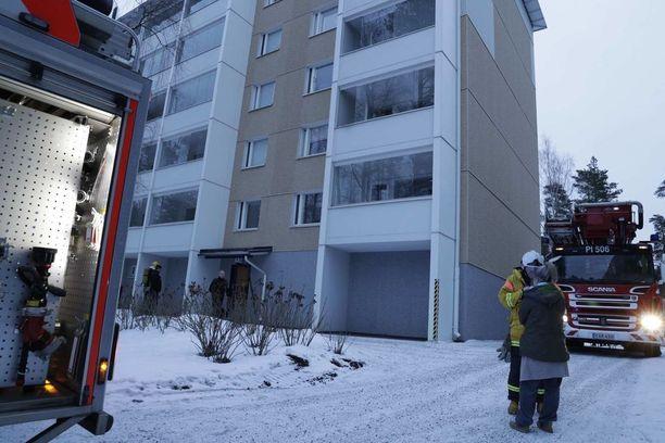 Mies syttyi palamaan rappukäytävässä Virontormänkadulla Tampereella.