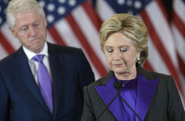 Bill ja Hillary Clinton ovat jälleen tutkijoiden suurennuslasin alla.