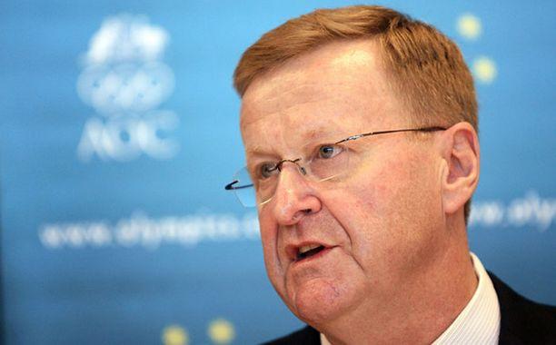 Australian olympiakomitea kitkee dopingia pois kovalla kädellä puheenjohtajansa John Coatesin johdolla.