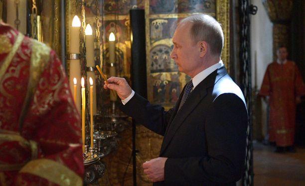 Presidentti Vladimir Putin on vahvistanut Venäjän ortodoksikirkon asemaa samaan aikaan kun Jehovan todistajat ovat olleet entistä ahtaammalla. Nyt Putin on tullut uusiin ajatuksiin.