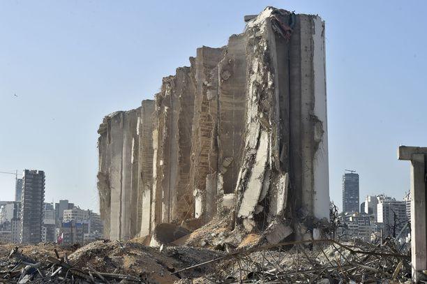 Räjähdyksen tuhoama viljasiilo Beirutin satamassa.