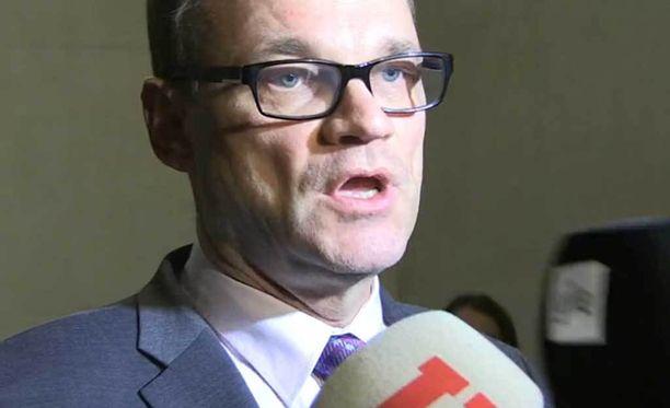 Pääministeri Juha Sipilä (kesk) kertoi, että rajavalvontaa on tiukennettu Pariisin iskujen jälkeen.