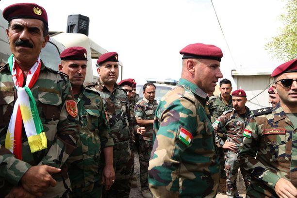 Kurdien peshmergasotilaita äänestämässä maanantaina Erbilissä.