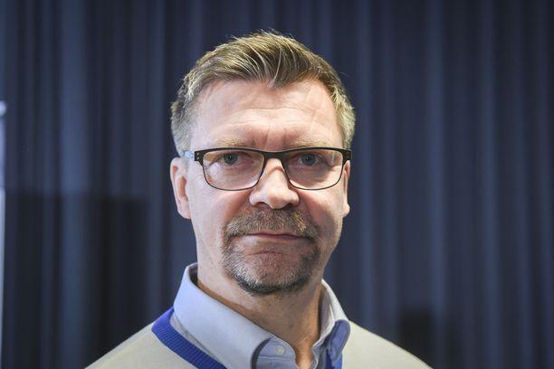Päävalmentaja Jukka Jalonen kiittelee kisapaikkaa tavoittelevien pelaajien asennetta.