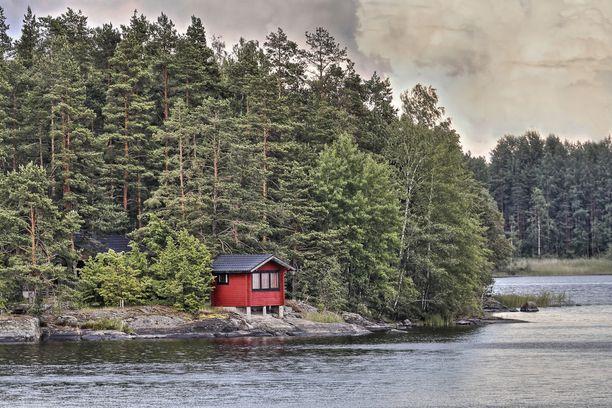 Suomalaiset haluavat mökin rannalta.