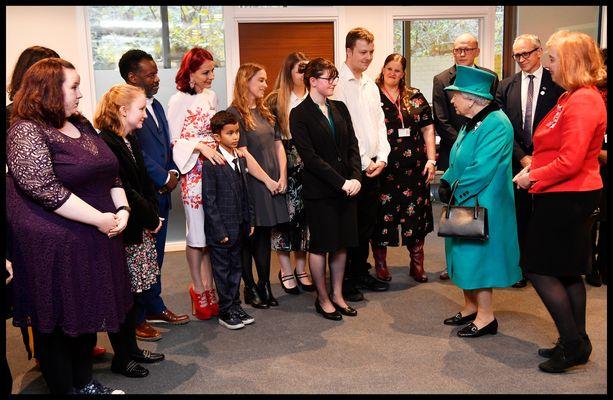 Kuningatar Elisabet Lontoossa 7.12.. Tapaaminen oli Nathanille erityisen jännittävä.