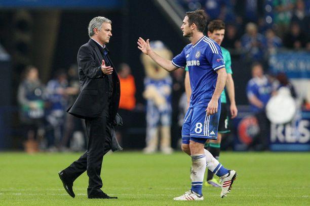 José Mourinho (vas.) johdatti Frank Lampardin kahteen peräkkäiseen Valioliiga-mestaruuteen.