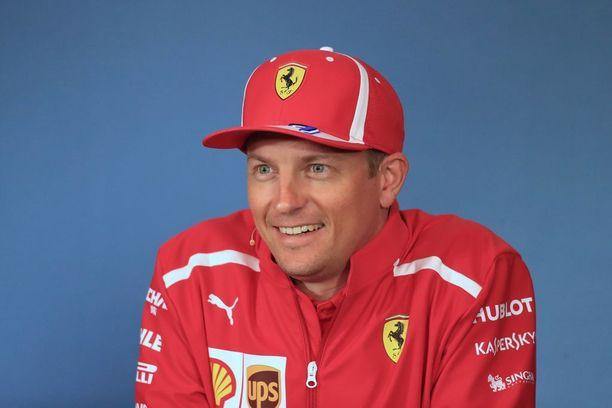 Kimi Räikkönen on kiertänyt maailmaa F1-kisojen merkeissä yli 15 vuotta. Perheellinen, satoja miljoonia euroja urallaan tienannut formulaveteraani on tilanteessa, jossa hän voi tehdä juuri niin kuin itse haluaa.