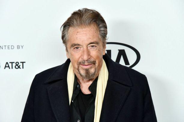 Al Pacino laittoi kroppaa likoon videolla.