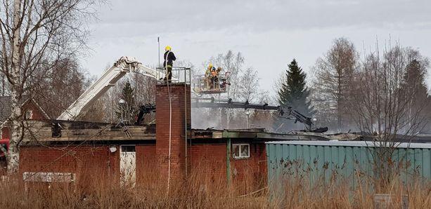 Talo tuhoutui käytännössä täysin.