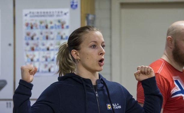 Anni Vuohijoki jakaa treenitietoutta työkseen.