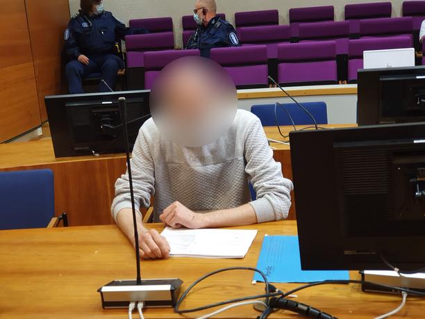 Uhrin lähistöllä asunut 28-vuotias mies oikeudessa kesäkuun alussa.
